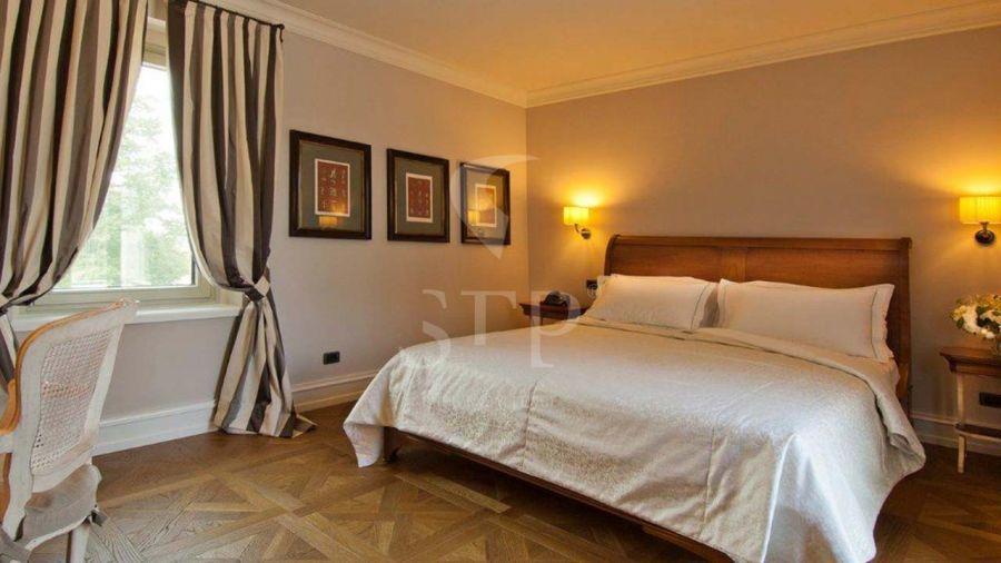 Hotel Villa Necchi Italy - Versailles 0580x0580 Oak Natural