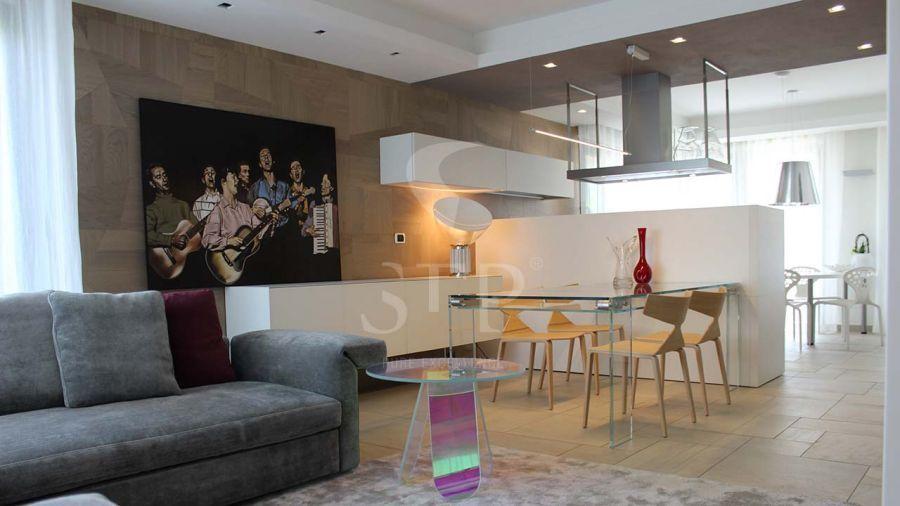 Residential 15 - Wall Trencadís A. Walnut Sbiancato